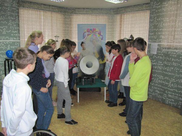 Школьники выполнят задания Всероссийской олимпиады по информатике. Фото: школа №2070