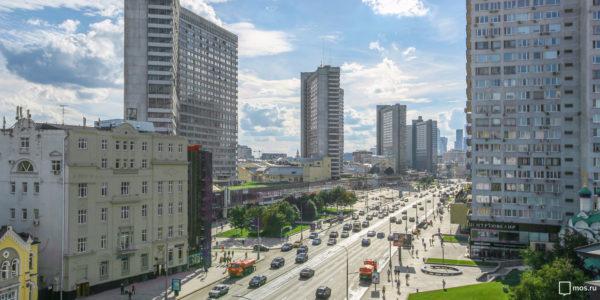 Более тысячи праздничных плакатов украсят городские улицы к 870-летию Москвы. Фото: mos.ru