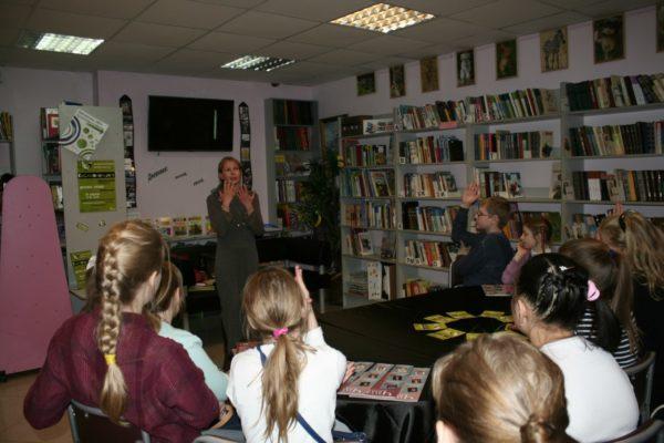 Сотрудники библиотеки №258 проведут экскурсию для детей. Фото: официальная страница библиотеки №258 в социальных сетях